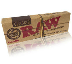 RAW Classic 1 1/4 Rolling Papers with Tips